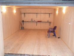 Ремонт гаража, подрезка , замена петель, отделка