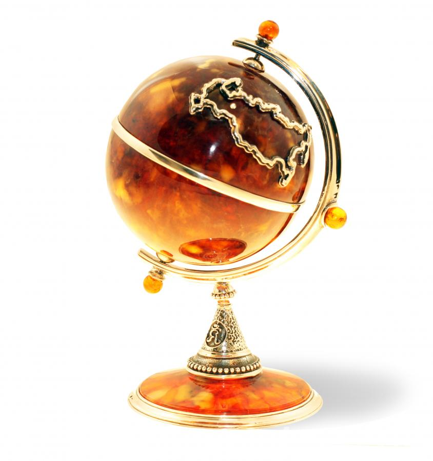 Сувенир из балтийского янтаря Глобус большой - МОСКВА