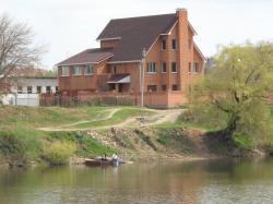 Продам дом 560 м², на участке 9 сот.