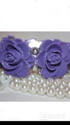 Браслет новый на резинке сиреневый фиолетовый розы пластик