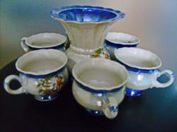 Кофейный набор, семь предметов чашки и сливочник.