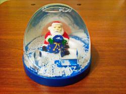 Сувенир Дед Мороз в прозрачном шаре.