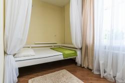 Сдам комнату, 12 м², в 4-комнатной квартире, посуточно