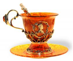 Чашка чайная из янтаря Екатерина