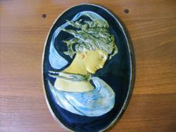 Настенный керамический барельеф-медальон Камея